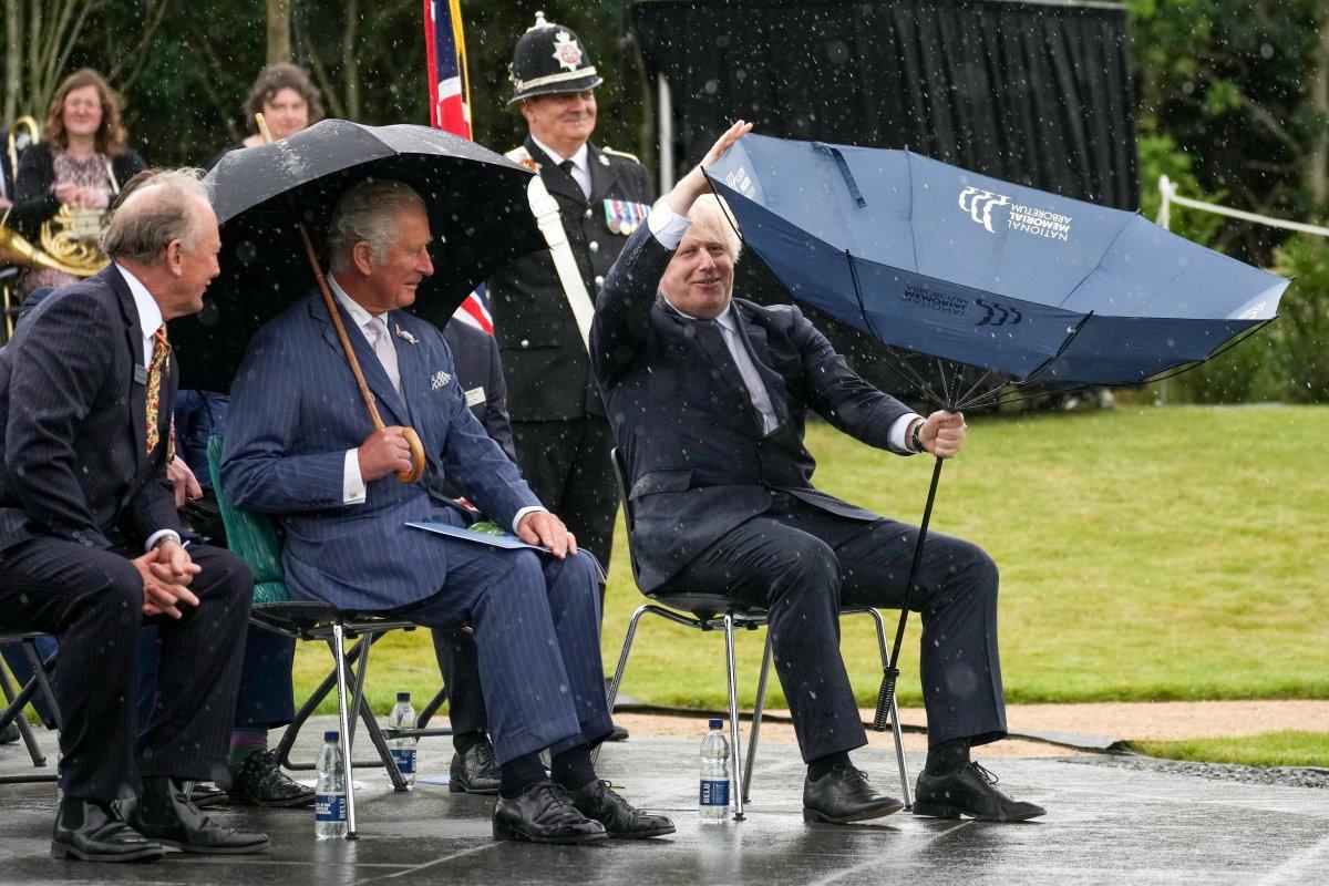 Boris Johnson ın şemsiyesiyle imtihanı #1