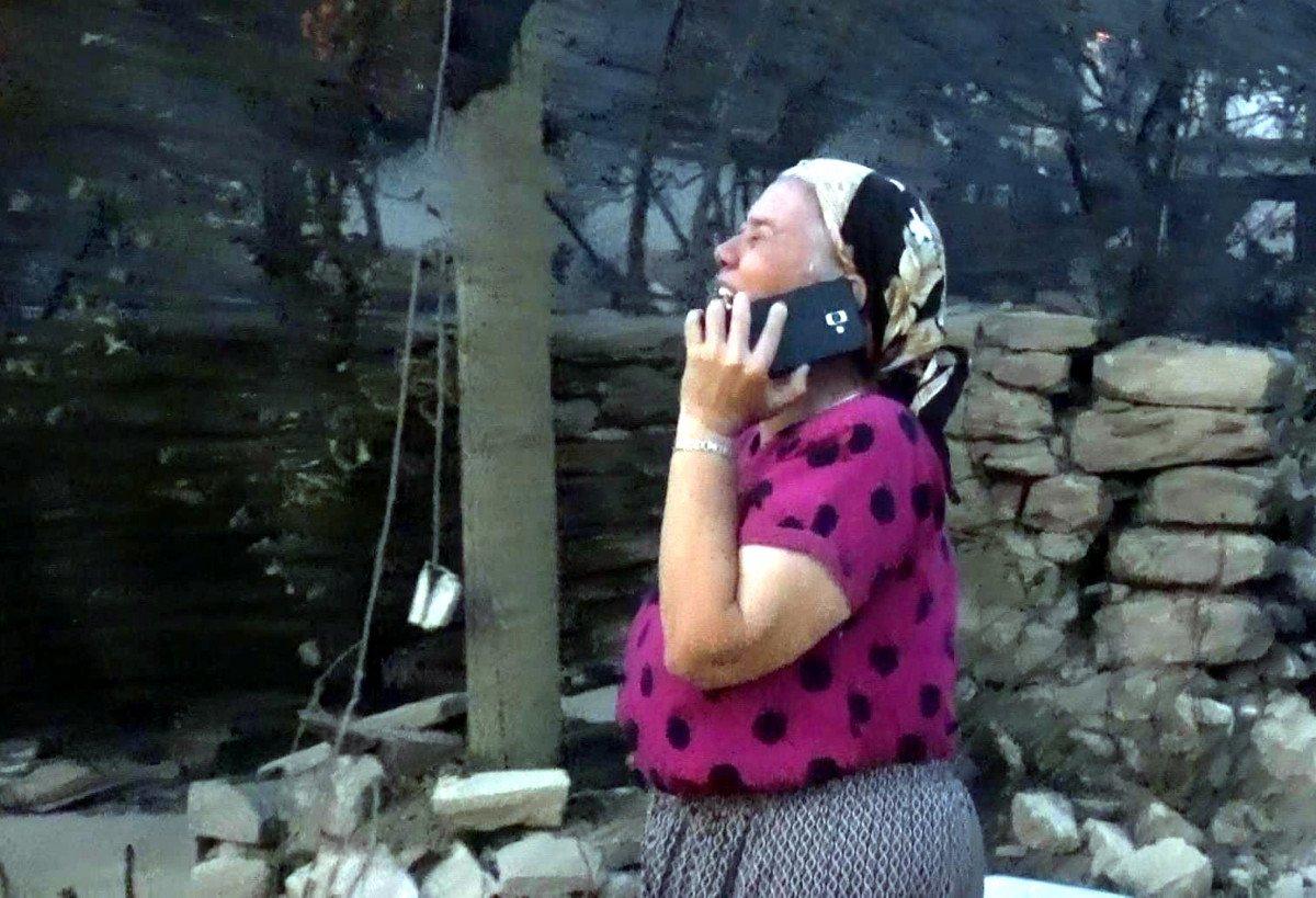 Manavgat taki yangında feryat edenlerin yardımına koşuluyor #1