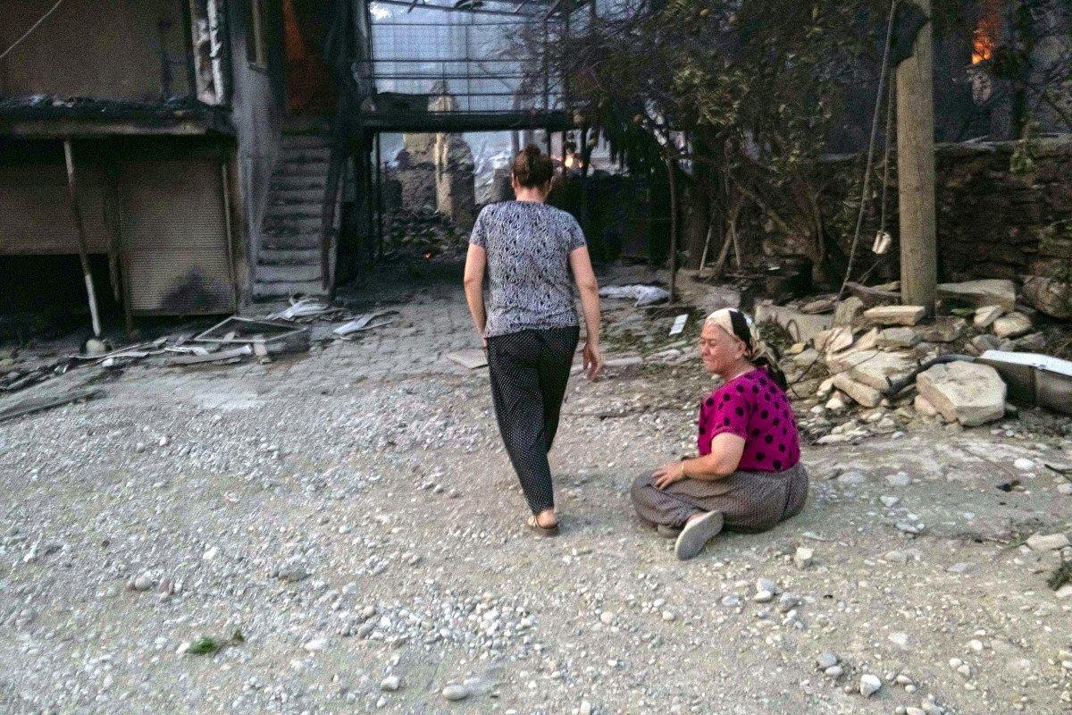 Manavgat taki yangında feryat edenlerin yardımına koşuluyor #3