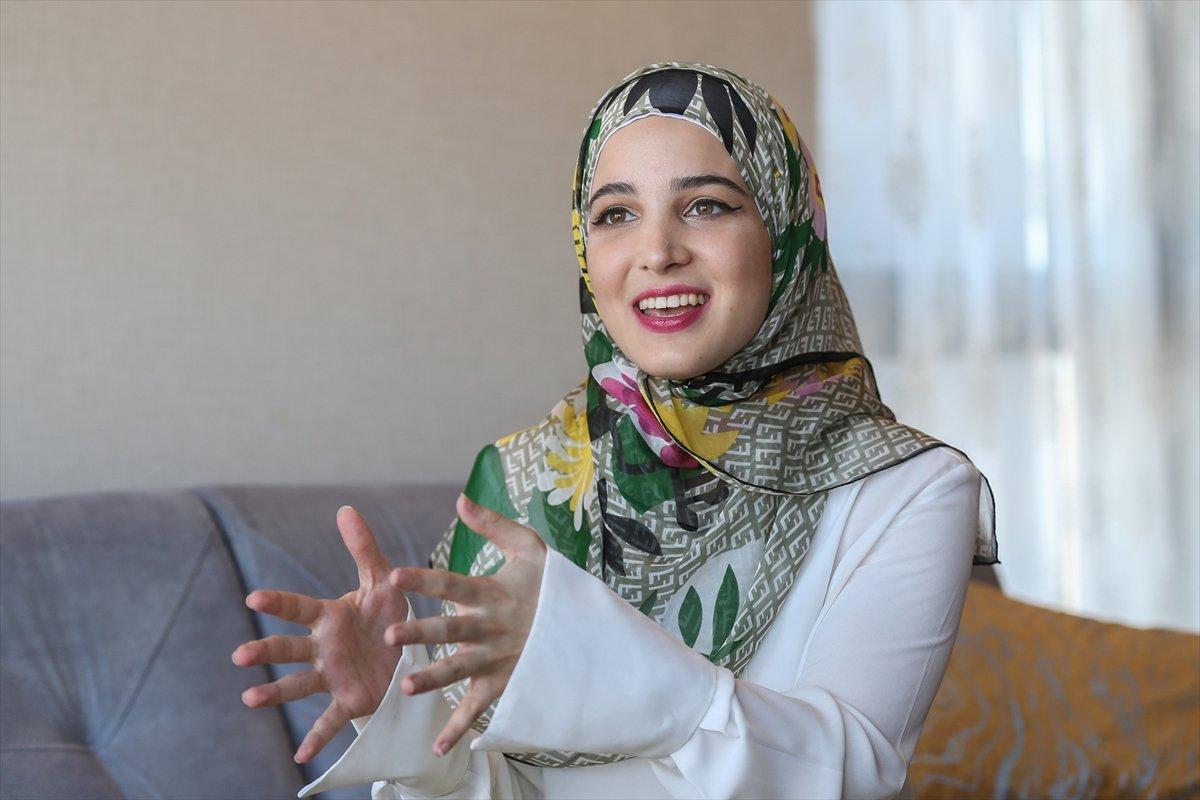 Suriyeli Yasmin Nayal, Türkiye de üniversiteyi birincilikle bitirdi #2