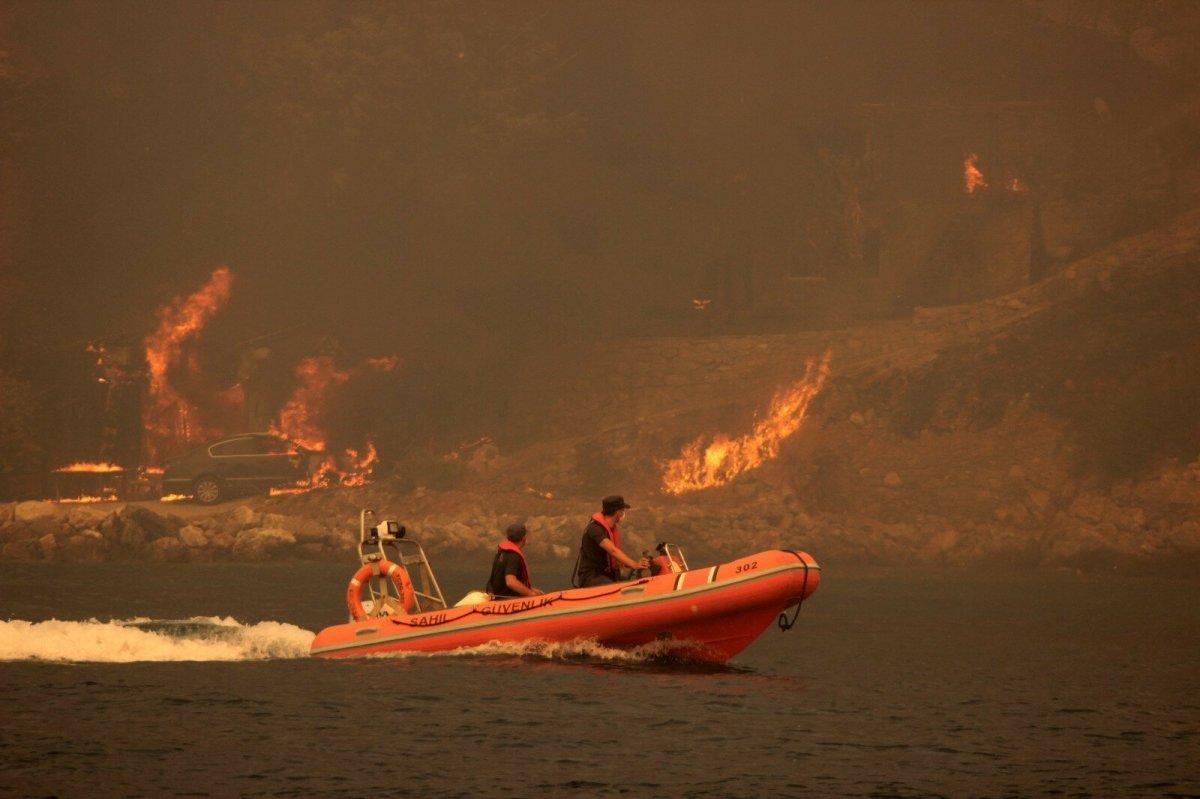 Bodrum Çökertme koyunda yangın şiddetini artırarak devam ediyor #4