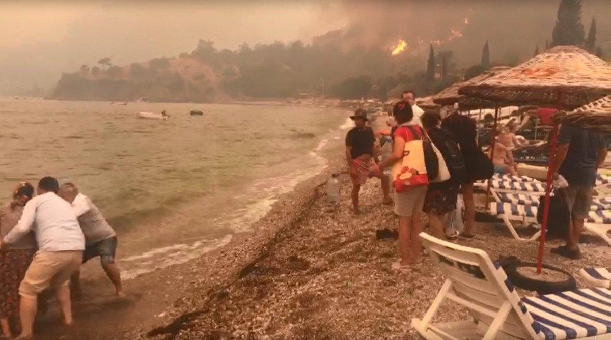Milas ta yangın yön değiştirdi, 3 otel tahliye edildi #1