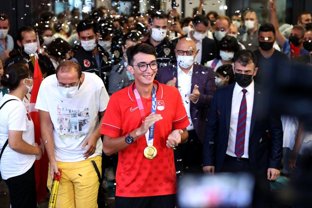 Olimpiyat şampiyonu Mete Gazoz İstanbul da #3
