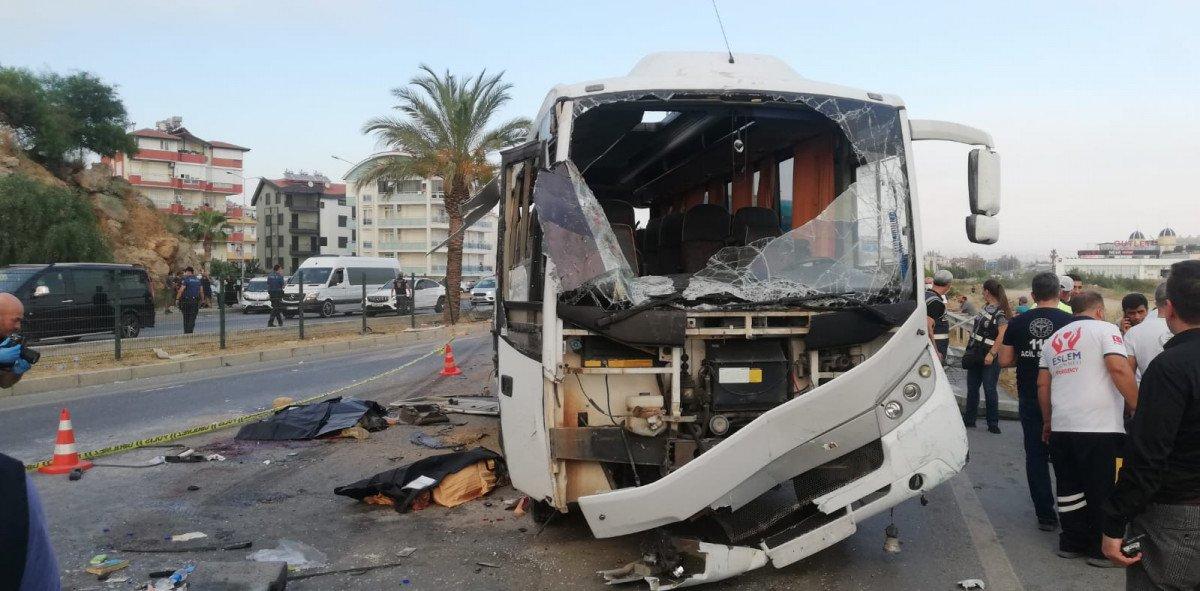 Antalya da havaalanına giden otobüs takla attı #1