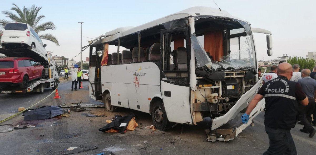 Antalya da havaalanına giden otobüs takla attı #2