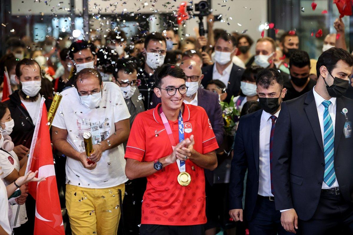 Olimpiyat şampiyonu Mete Gazoz İstanbul da #2