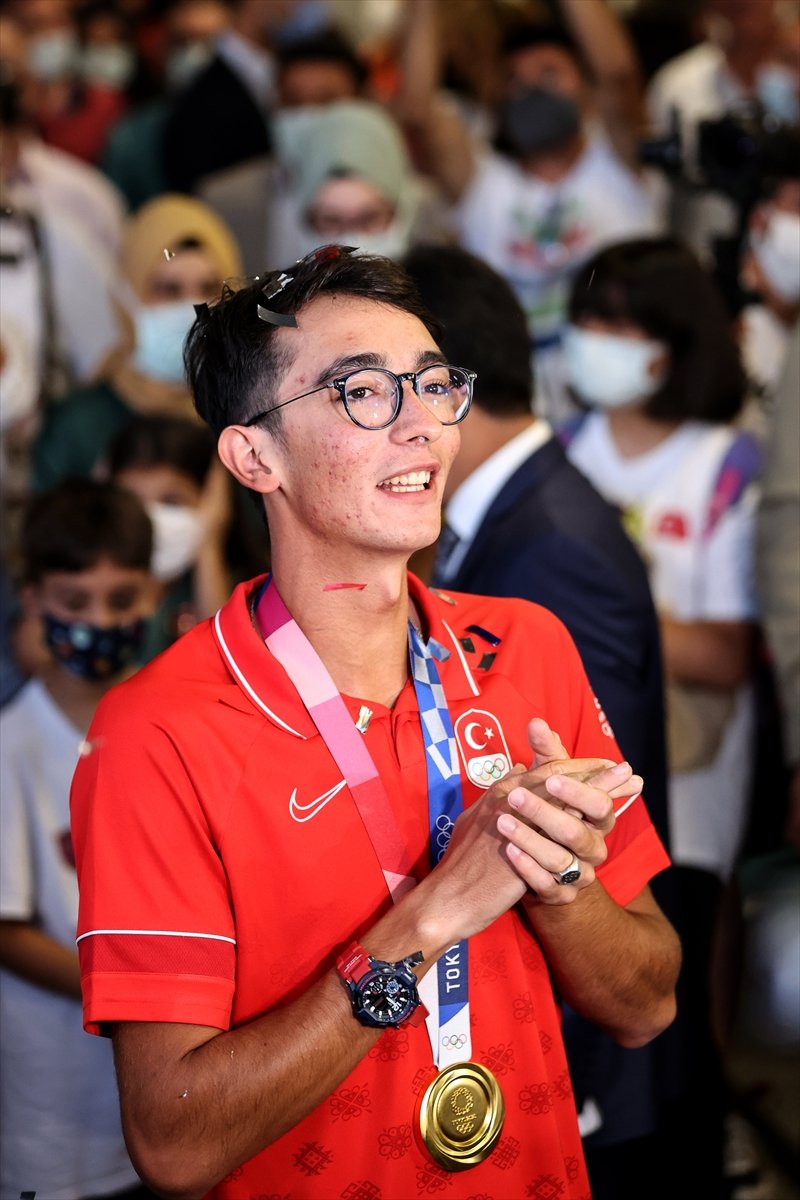 Olimpiyat şampiyonu Mete Gazoz İstanbul da #6