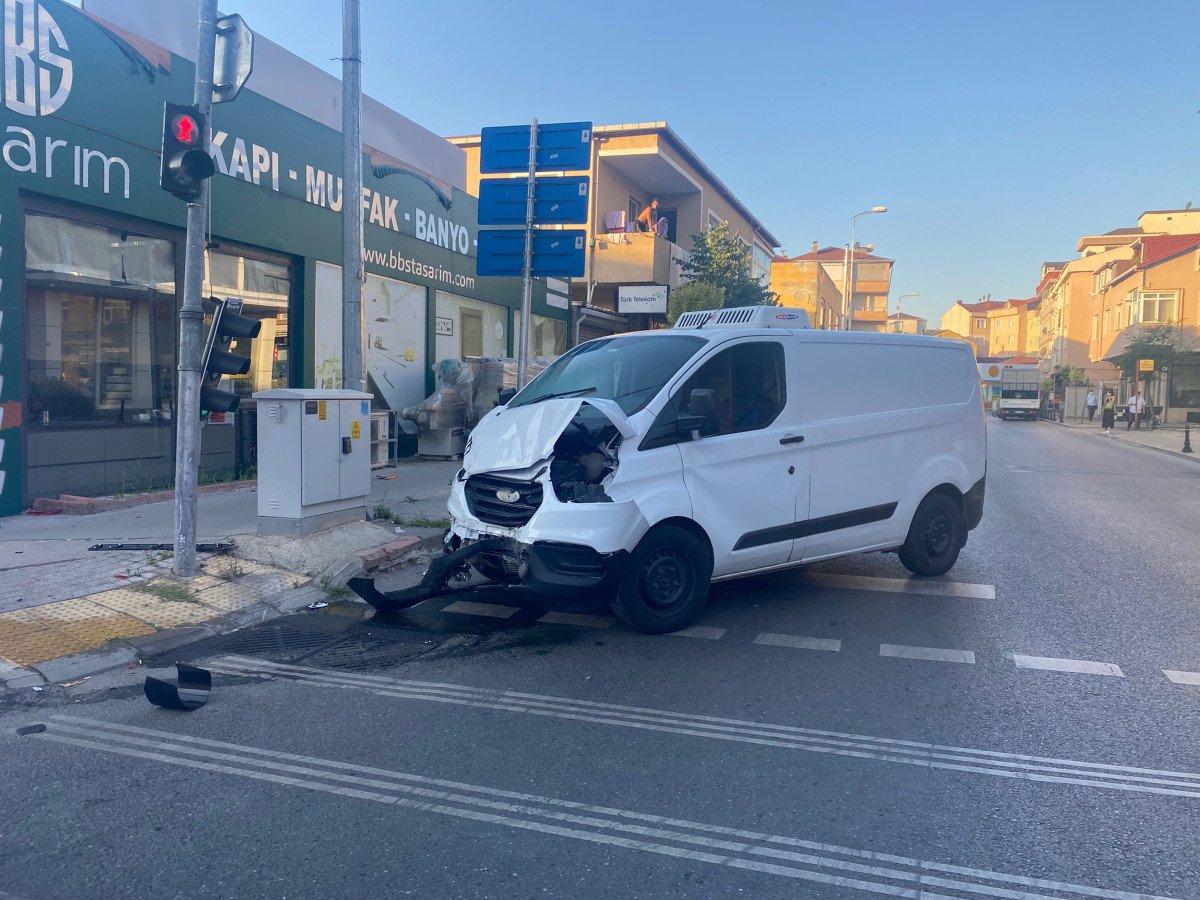Ümraniye de servis ile ticari minibüs çarpıştı: 1 ölü, 5 yaralı #1