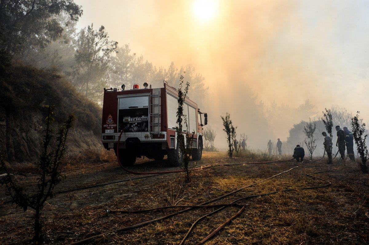 Rodos Adası ndaki insanlar orman yangını nedeniyle elektriksiz ve susuzluk yaşıyor #1