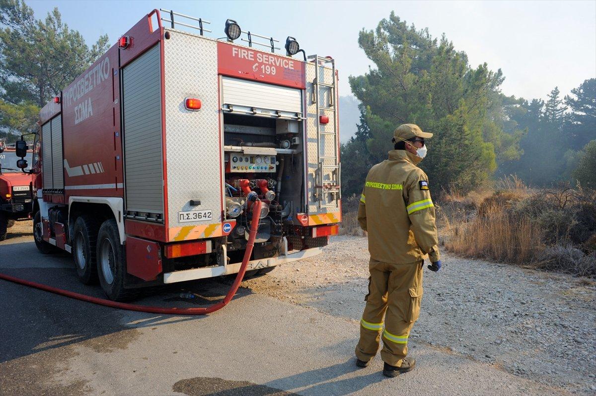 Rodos Adası ndaki insanlar orman yangını nedeniyle elektriksiz ve susuzluk yaşıyor #2