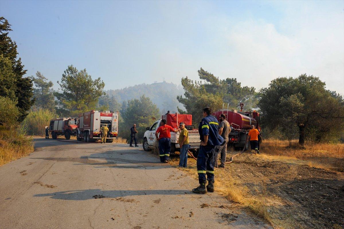Rodos Adası ndaki insanlar orman yangını nedeniyle elektriksiz ve susuzluk yaşıyor #3
