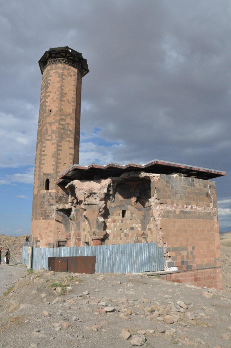 Kars'ta Anadolu'nun ilk Türk camisinde ezan sesi yankılandı #2