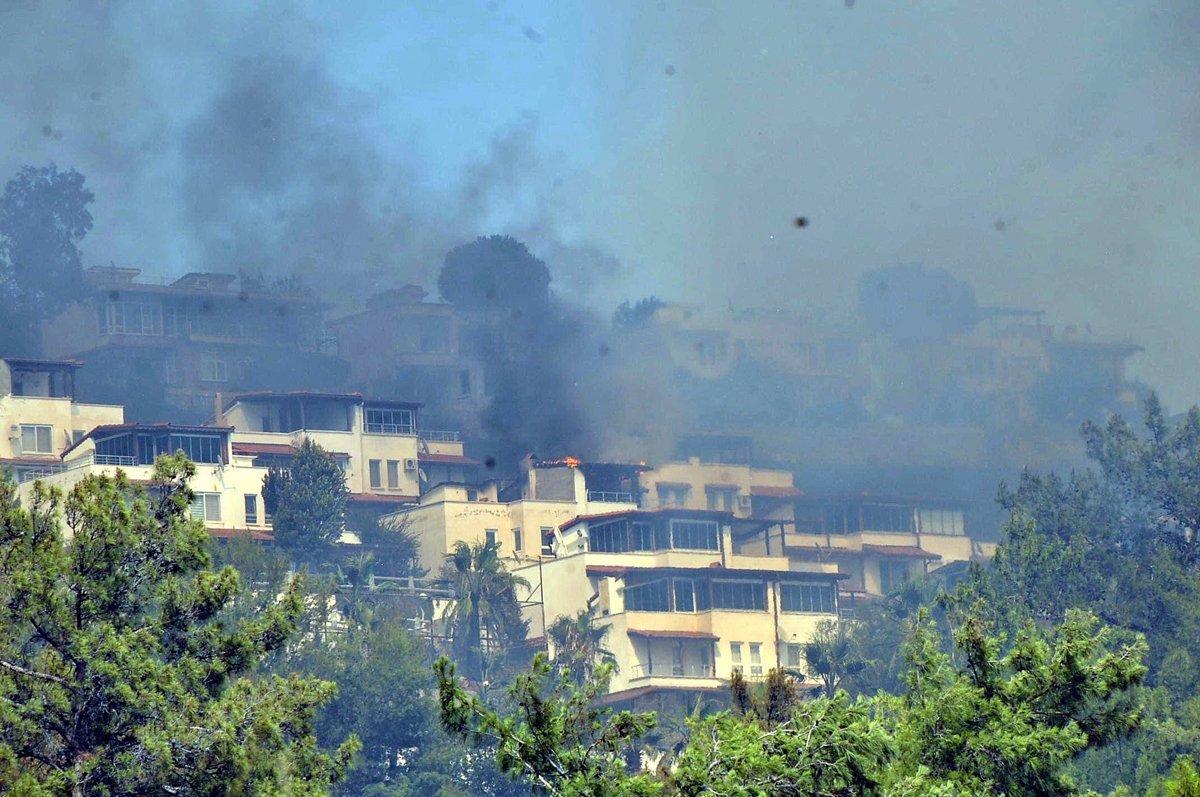 Muğla da yangın yazlık villalara sıçradı  #1