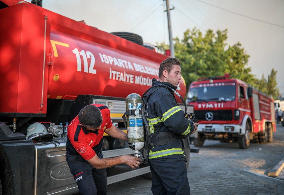 İzmir'de itfaiye eri balayını iptal edip söndürme çalışmalarına katıldı #5