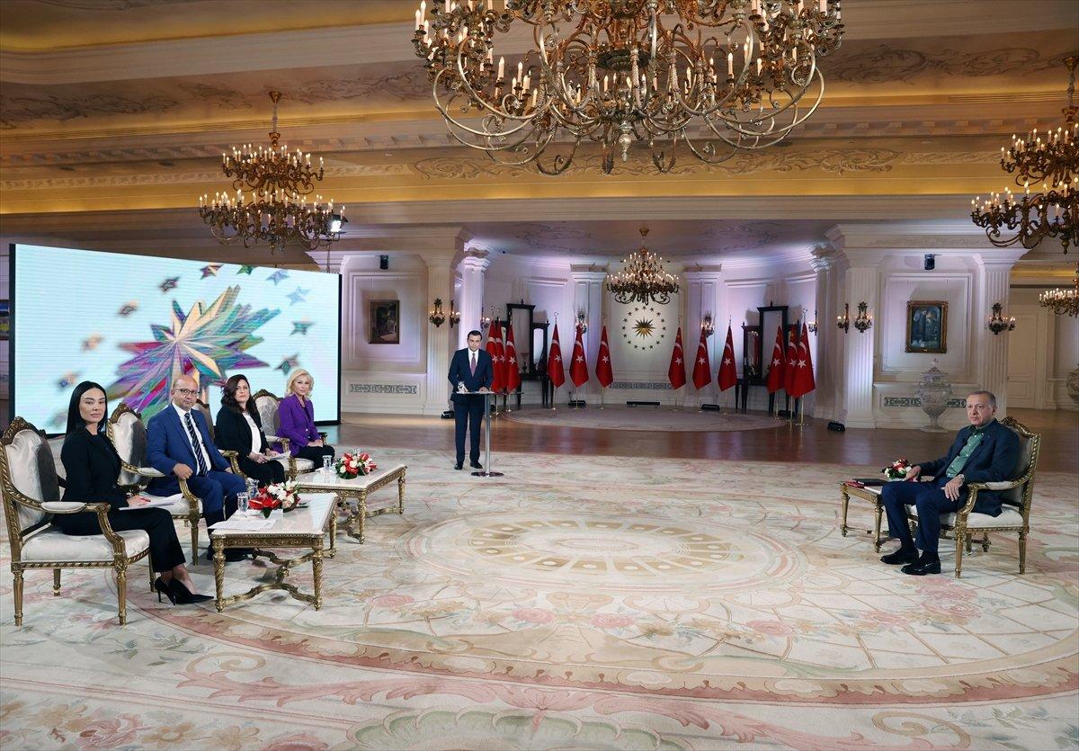 Cumhurbaşkanı Erdoğan dan hashtag açanlara: Dimdik ayaktayız #1