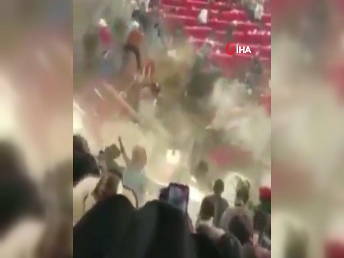 Meksika'da rodeo sırasında boğa seyircilere saldırdı #3