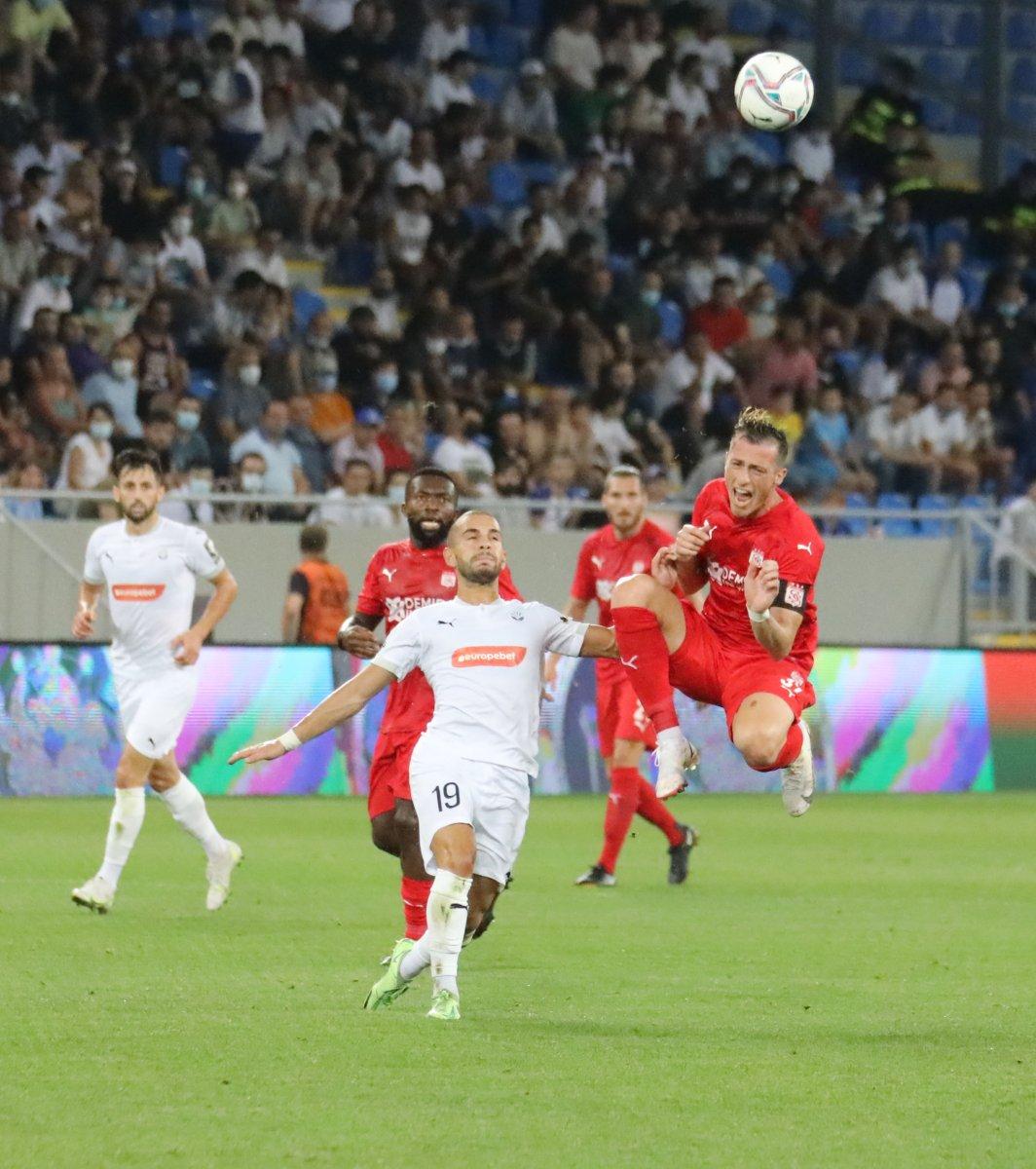 Sivasspor, Dinamo Batumi yi 2 golle geçti #3
