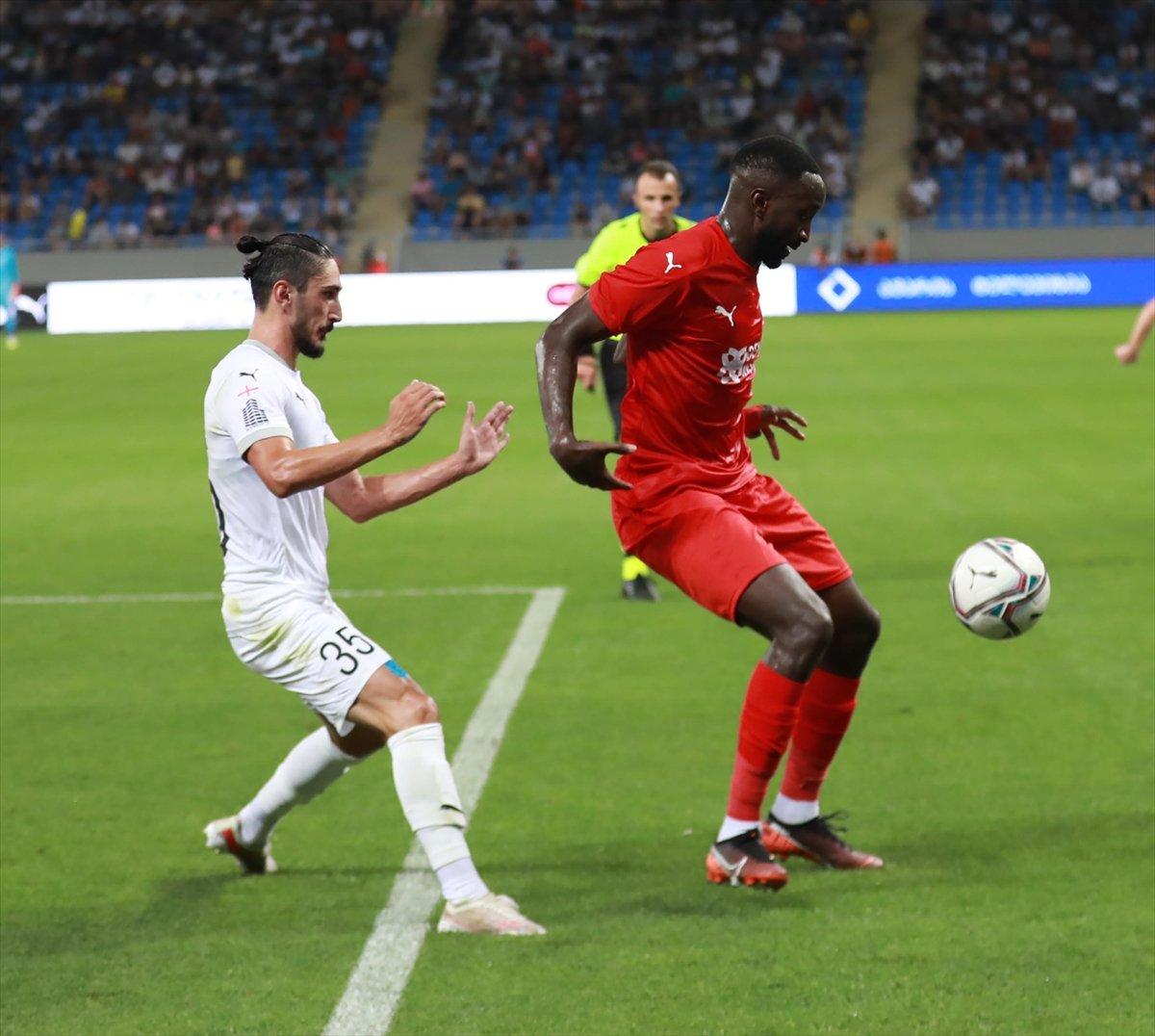 Sivasspor, Dinamo Batumi yi 2 golle geçti #1