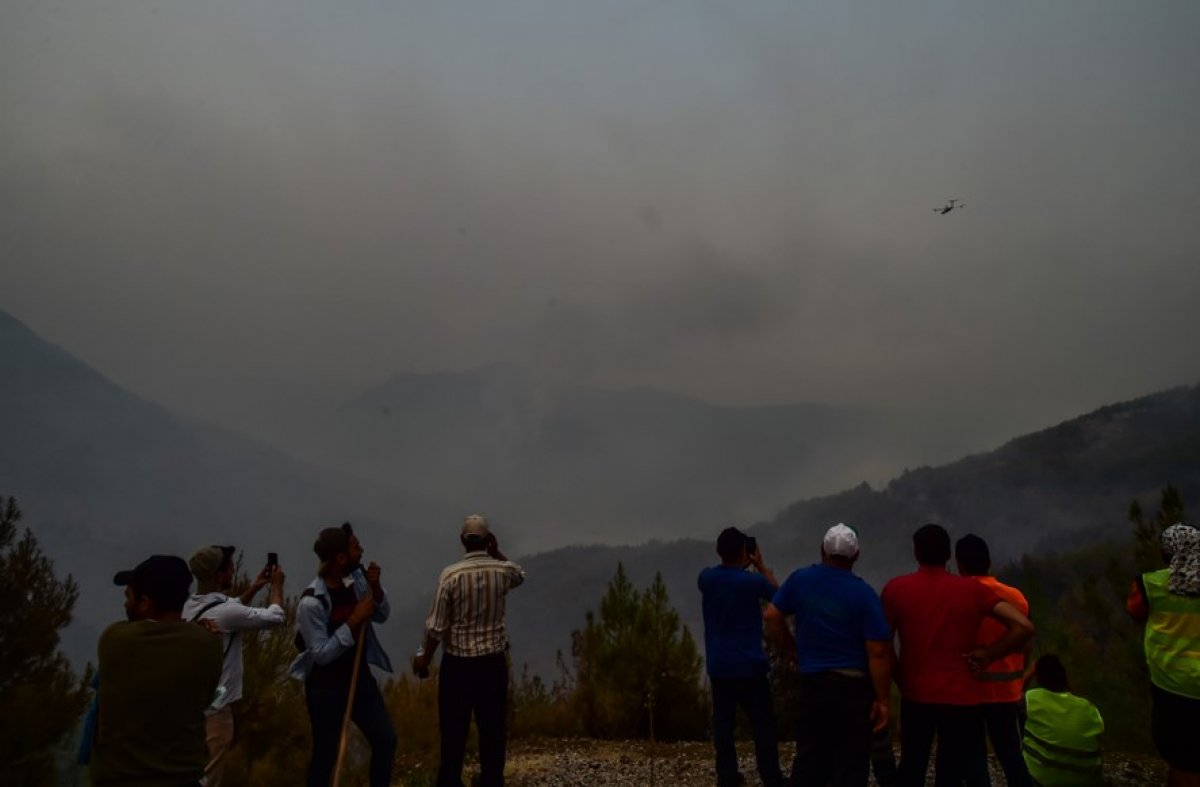 Muğla Köyceğiz de mahalleli yangını çaresizlikle izledi #1
