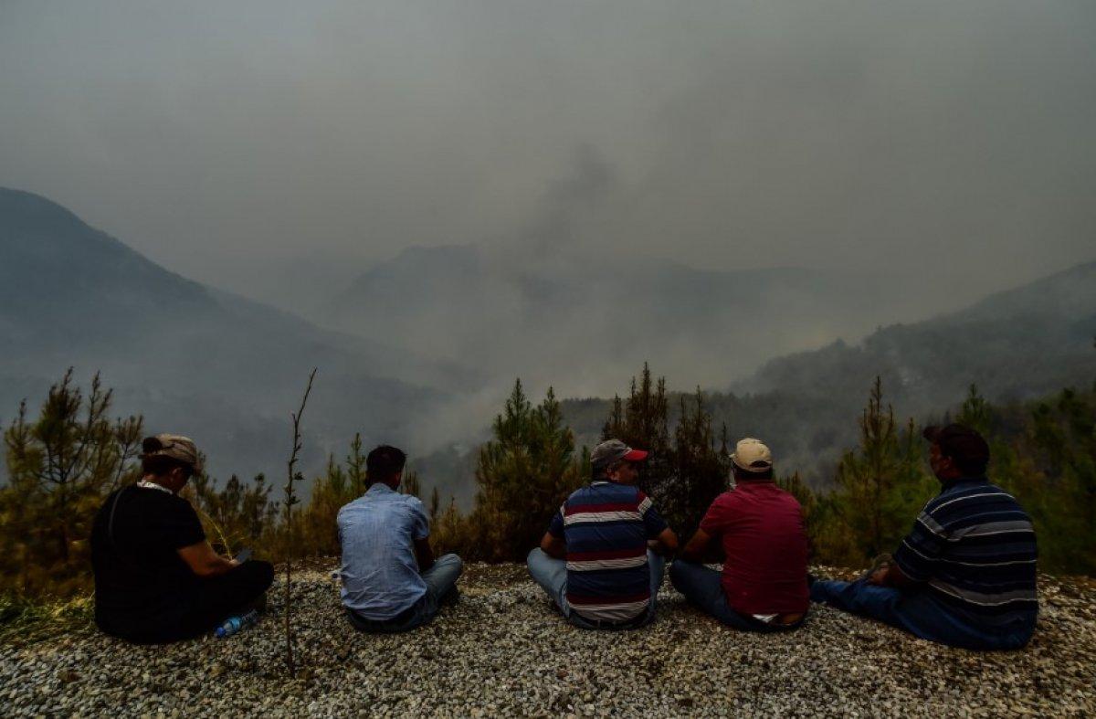 Muğla Köyceğiz de mahalleli yangını çaresizlikle izledi #3