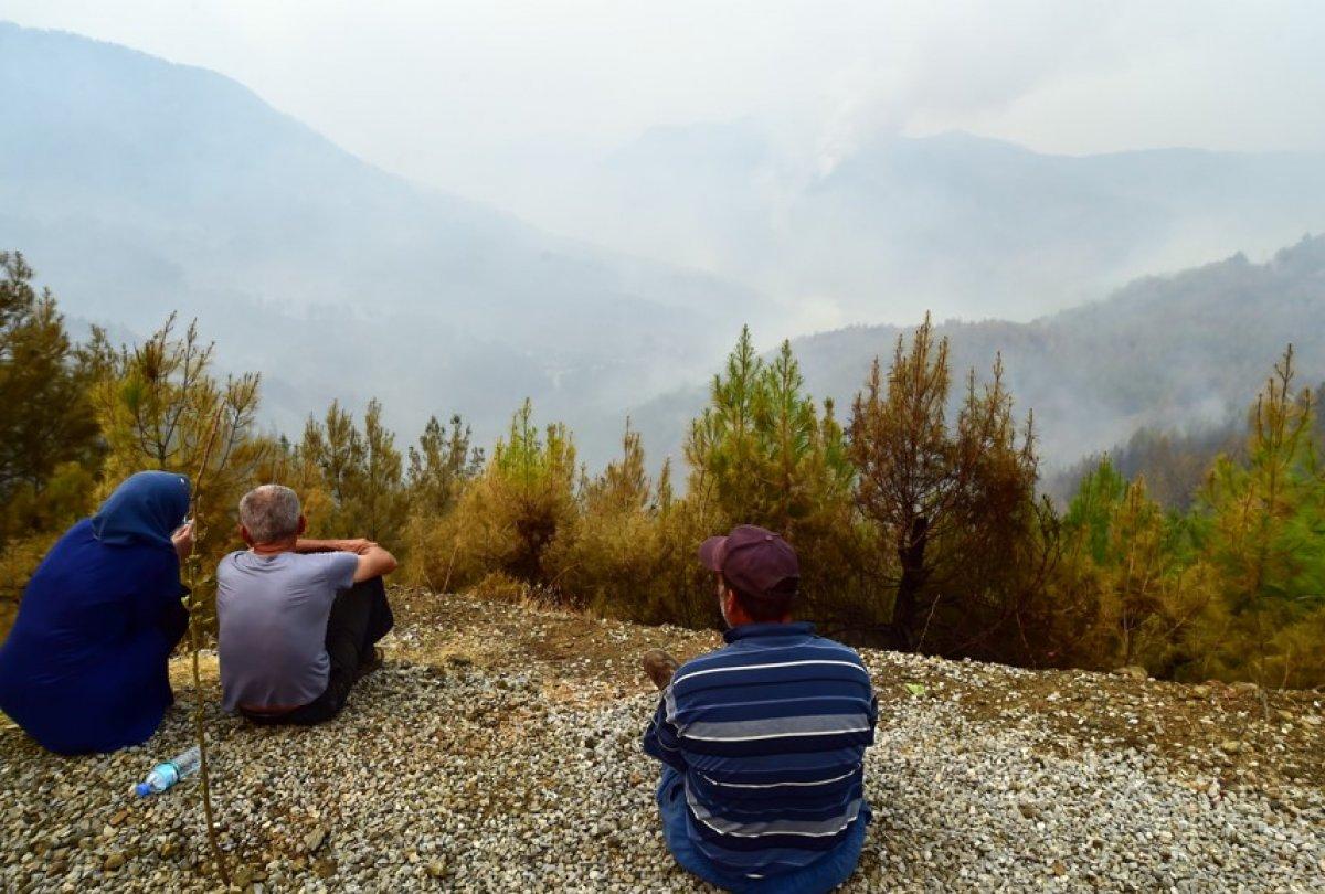 Muğla Köyceğiz de mahalleli yangını çaresizlikle izledi #2