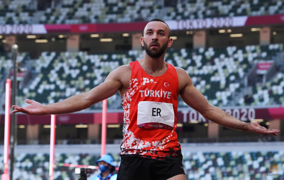 Milli atlet Necati Er, Tokyo da üç adım uzun atlamada altıncı oldu #2