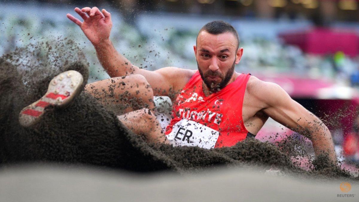 Milli atlet Necati Er, Tokyo da üç adım uzun atlamada altıncı oldu #3