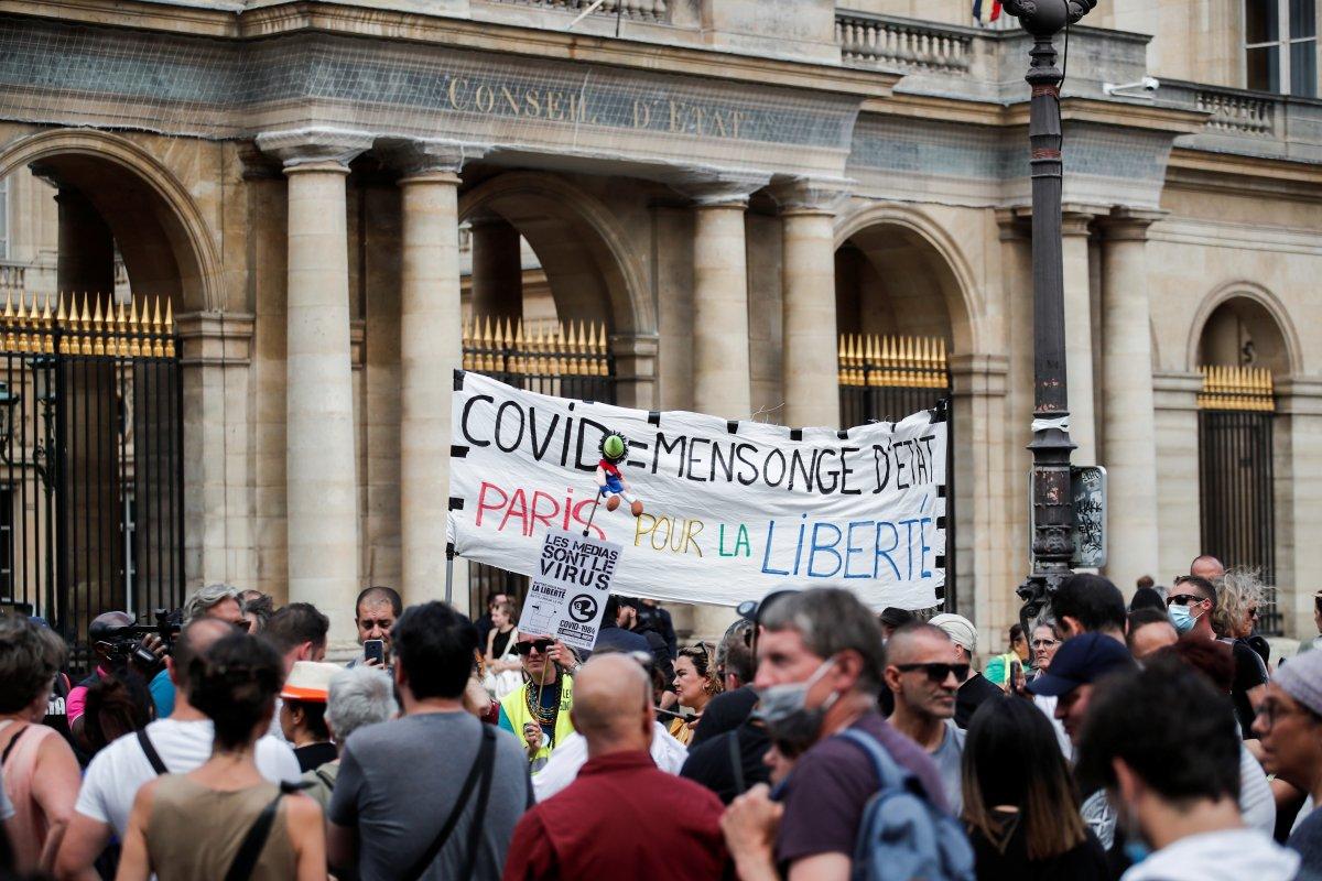 Fransa da korona ile mücadele yasası onaylandı #3