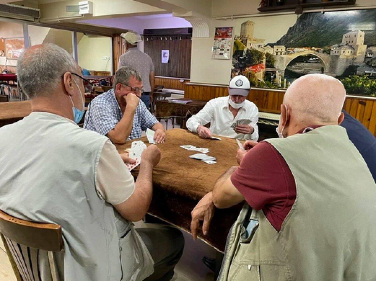 Kahvehanelerde aşı tartışması #2