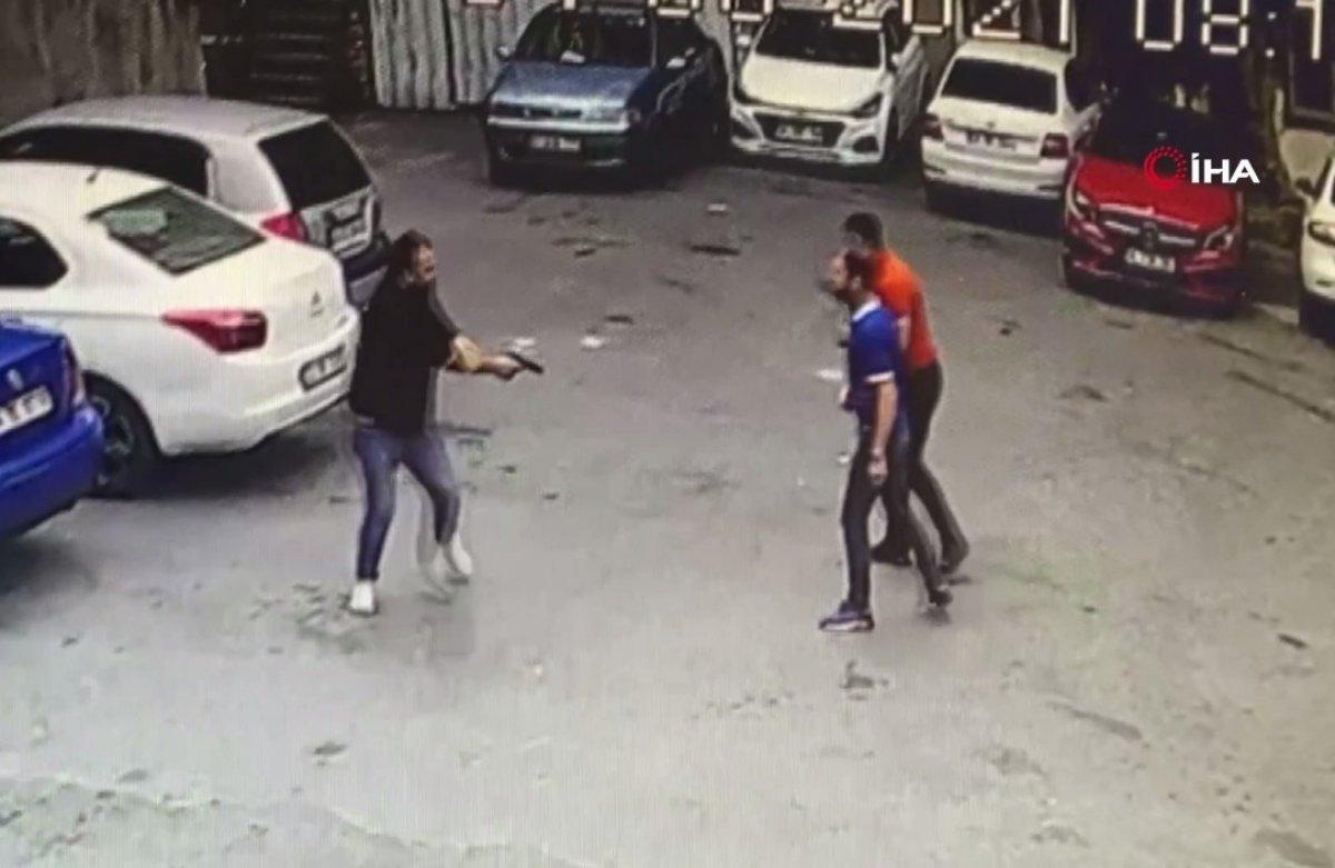 Beyoğlu nda silahlı kavga kamerada  #1