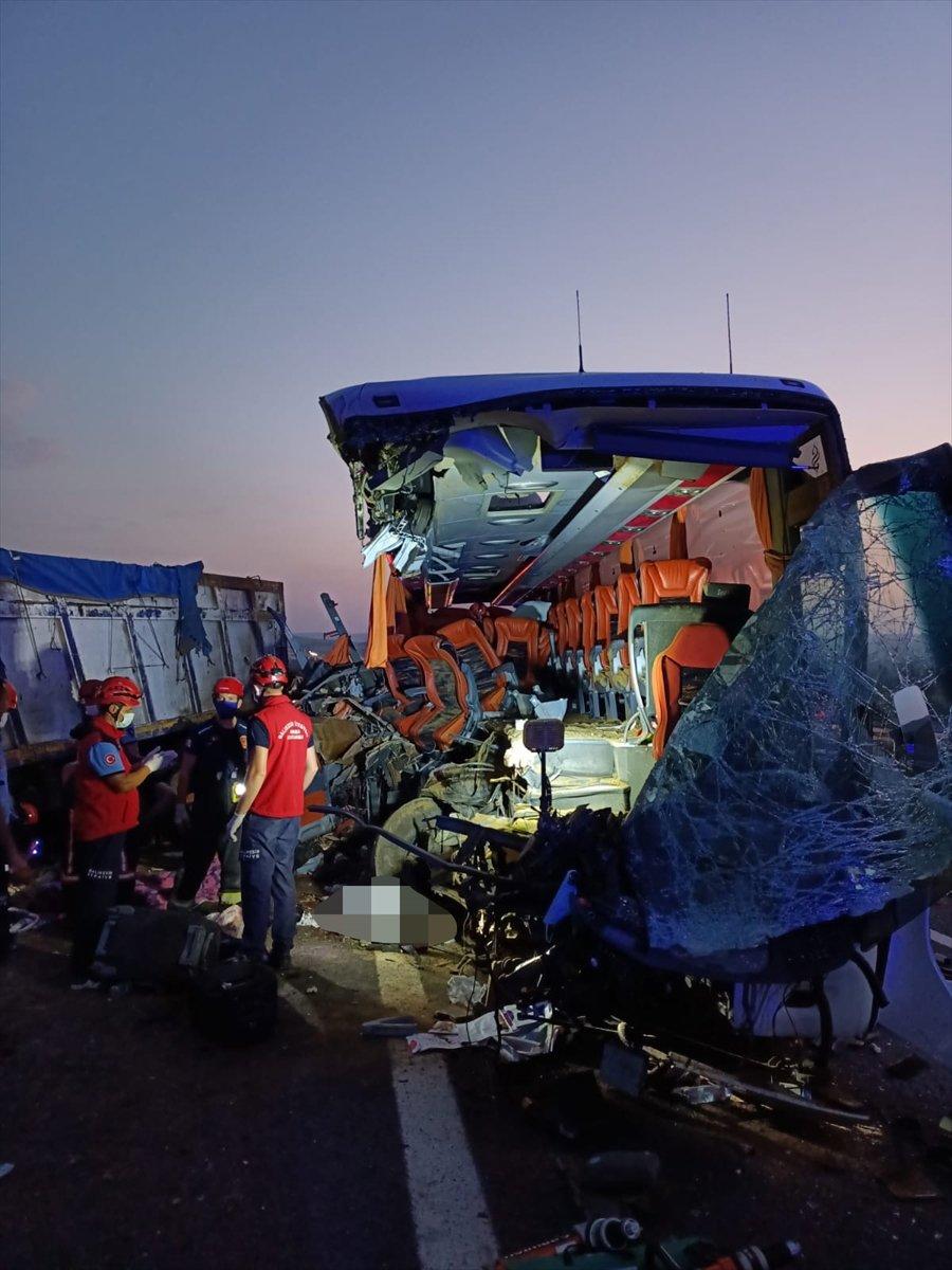 Manisa da feci kaza: Çok sayıda ölü var #2