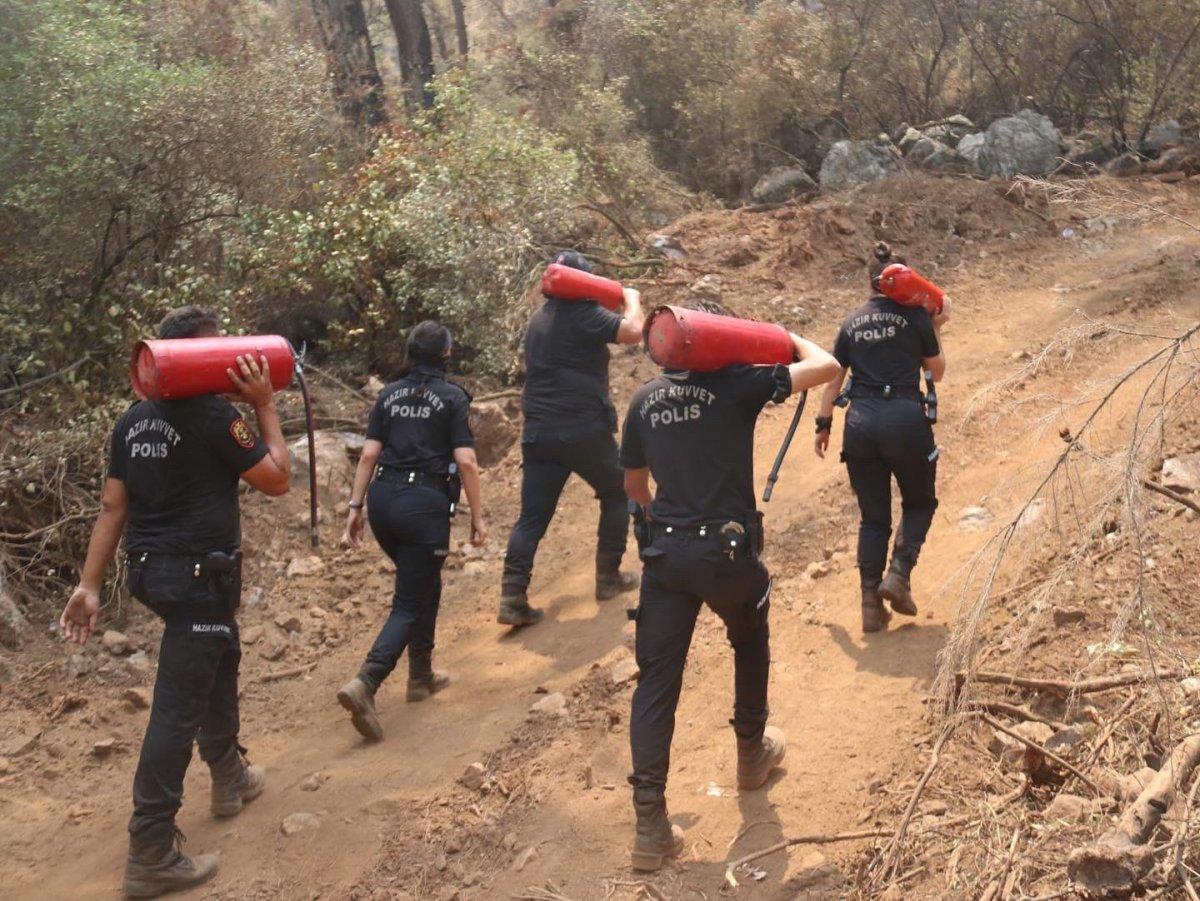 Polislerimizin yangınlarla mücadelesi böyle görüntülendi #3