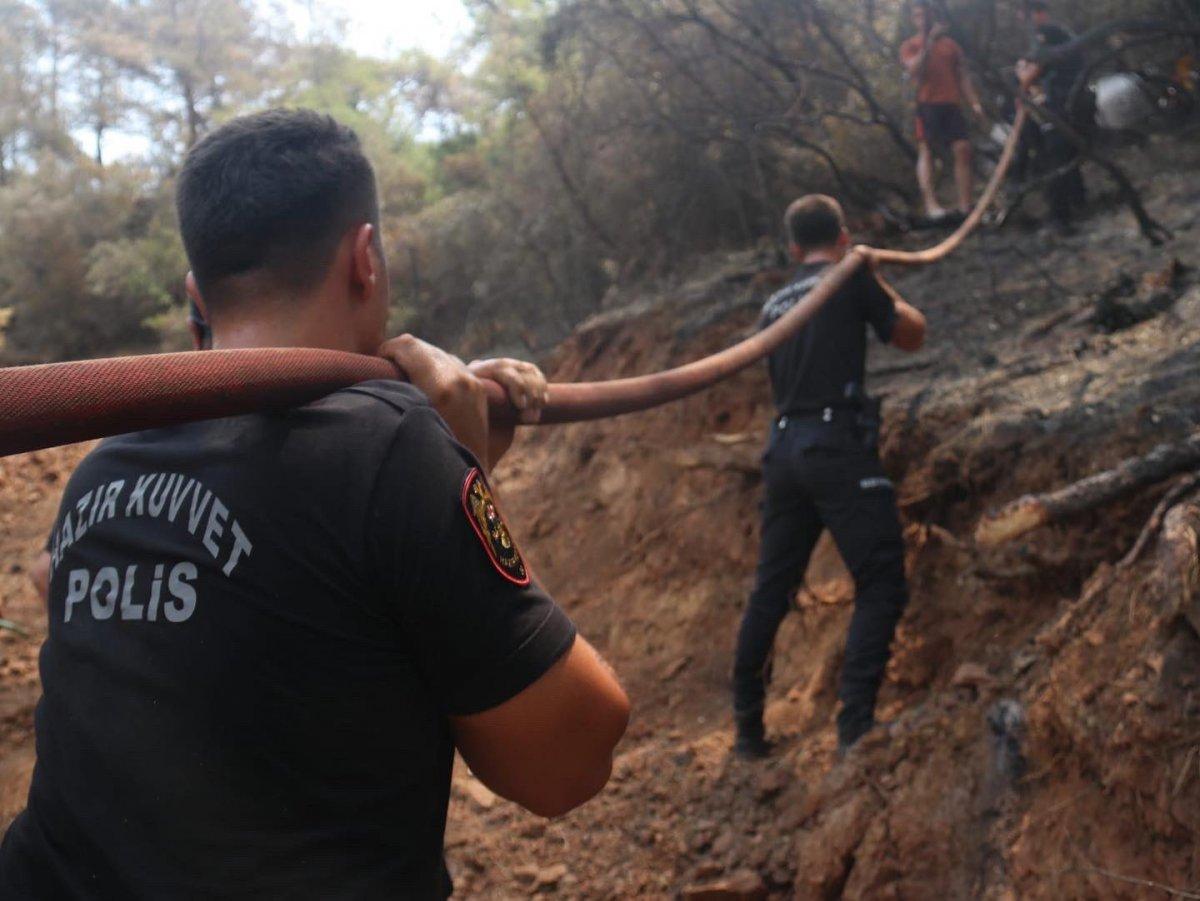 Polislerimizin yangınlarla mücadelesi böyle görüntülendi #1