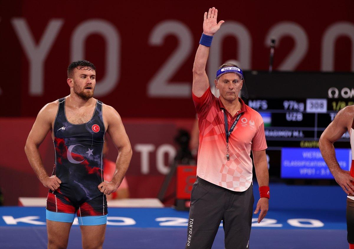 Milli güreşçi Süleyman Karadeniz, Tokyo da yarı finalde #1