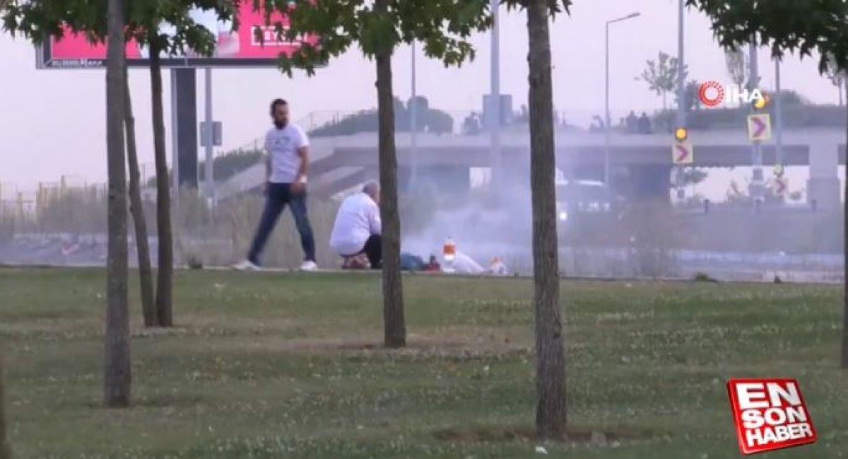 İstanbul da yol kenarında mangal yapıldı #3