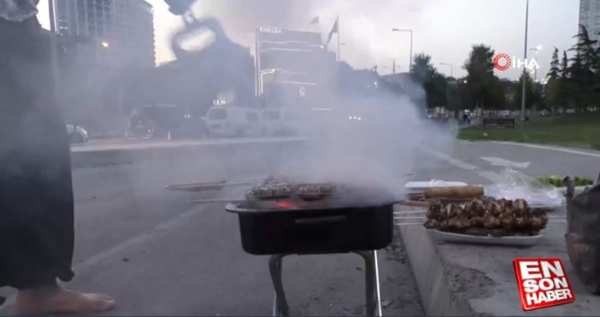 İstanbul da yol kenarında mangal yapıldı #4