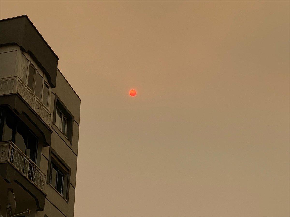 Bölgedeki yangınlar, İzmir den Çanakkale ye kadar gökyüzü rengini değiştirdi #1