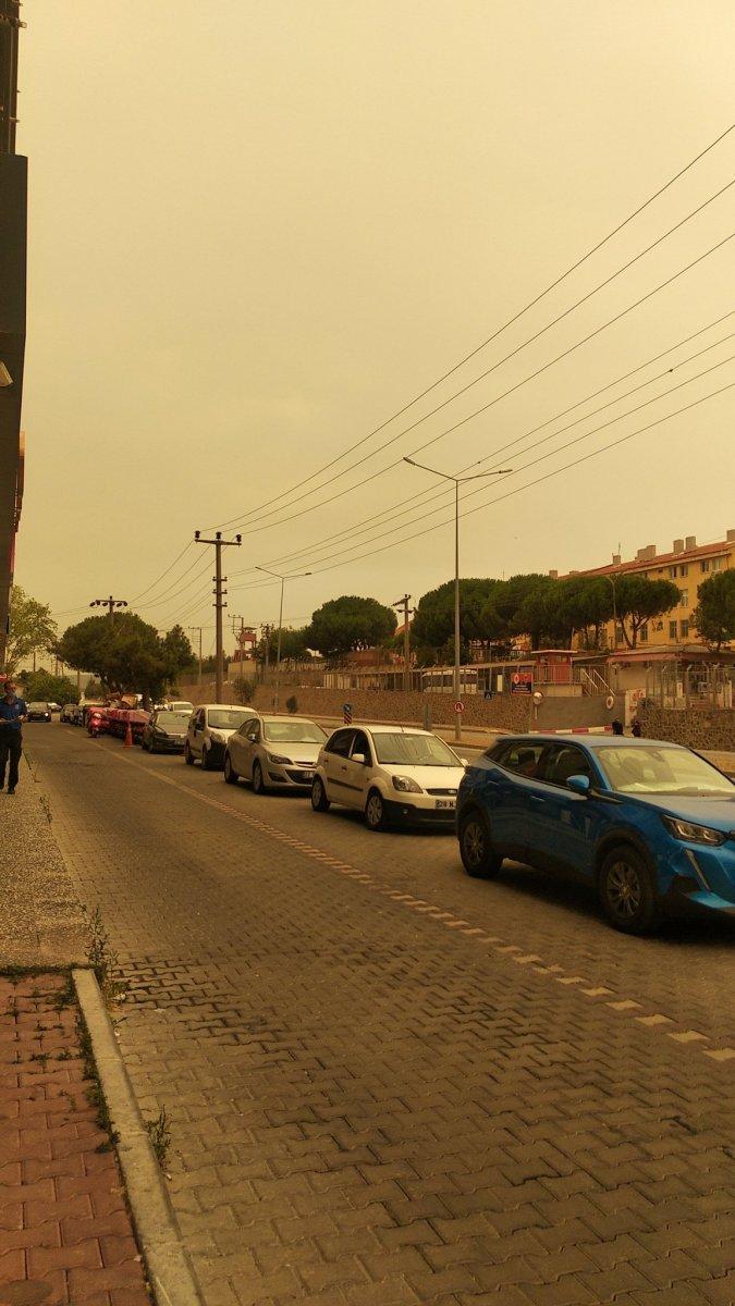 Bölgedeki yangınlar, İzmir den Çanakkale ye kadar gökyüzü rengini değiştirdi #12