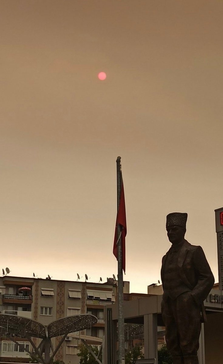 Bölgedeki yangınlar, İzmir den Çanakkale ye kadar gökyüzü rengini değiştirdi #9
