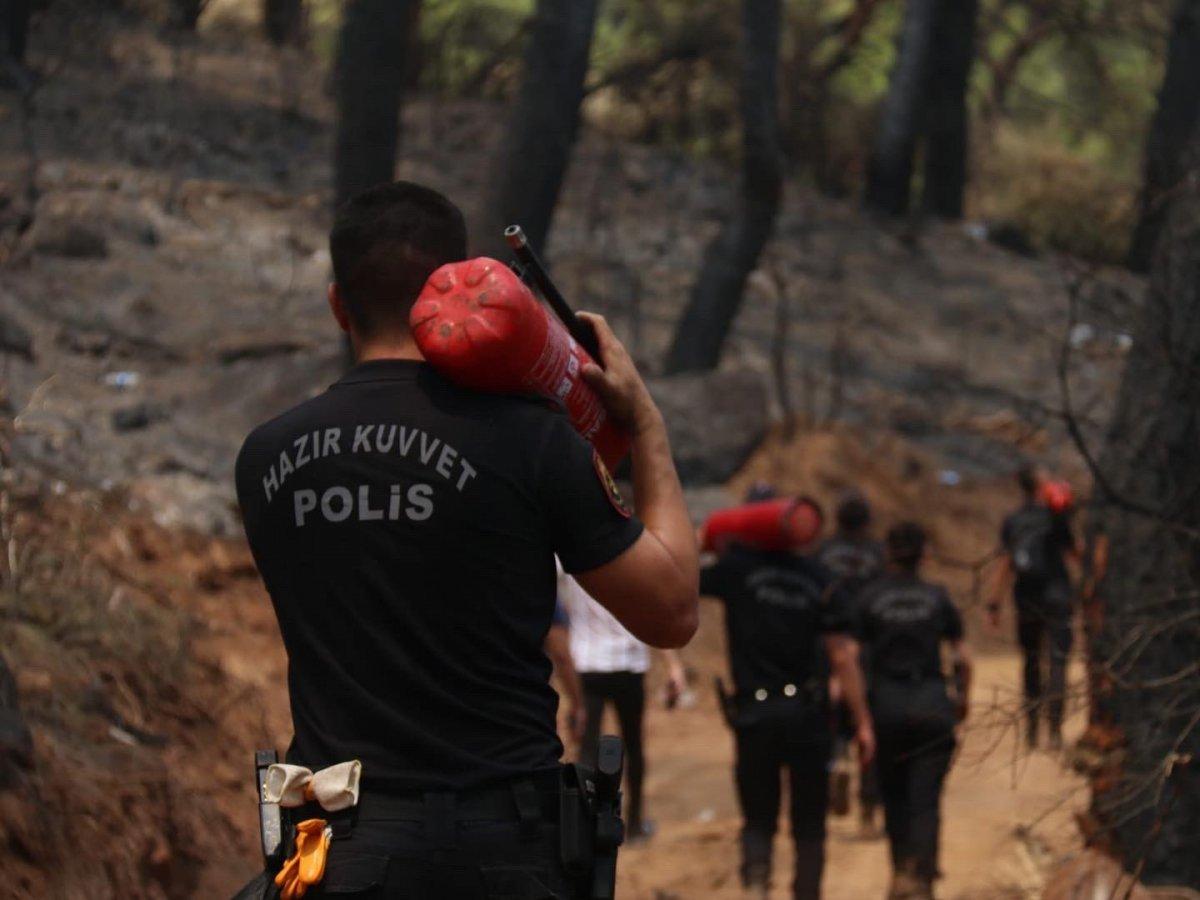 Polislerimizin yangınlarla mücadelesi böyle görüntülendi #4