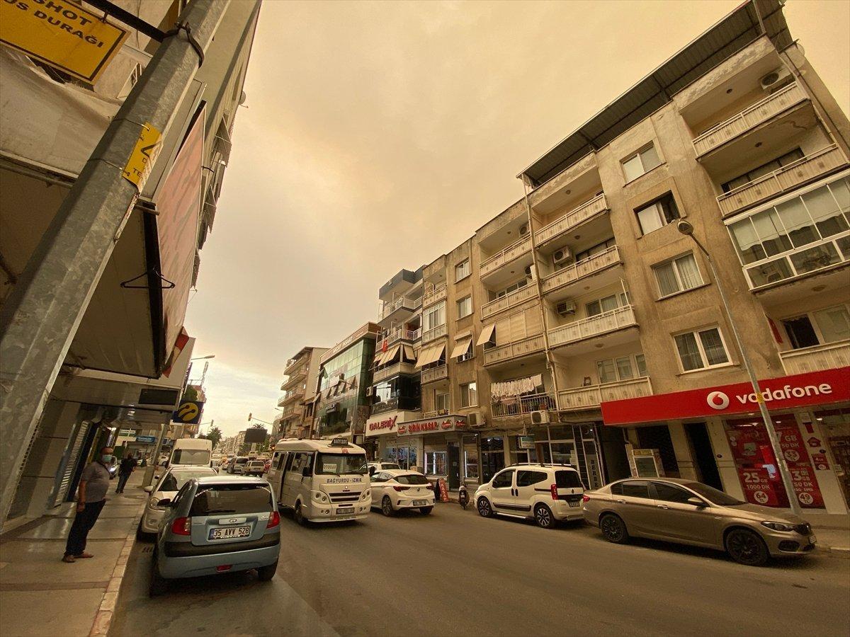 Bölgedeki yangınlar, İzmir den Çanakkale ye kadar gökyüzü rengini değiştirdi #3