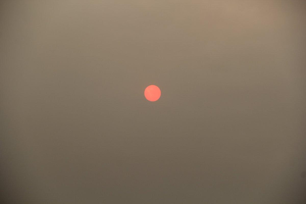 Bölgedeki yangınlar, İzmir den Çanakkale ye kadar gökyüzü rengini değiştirdi #5