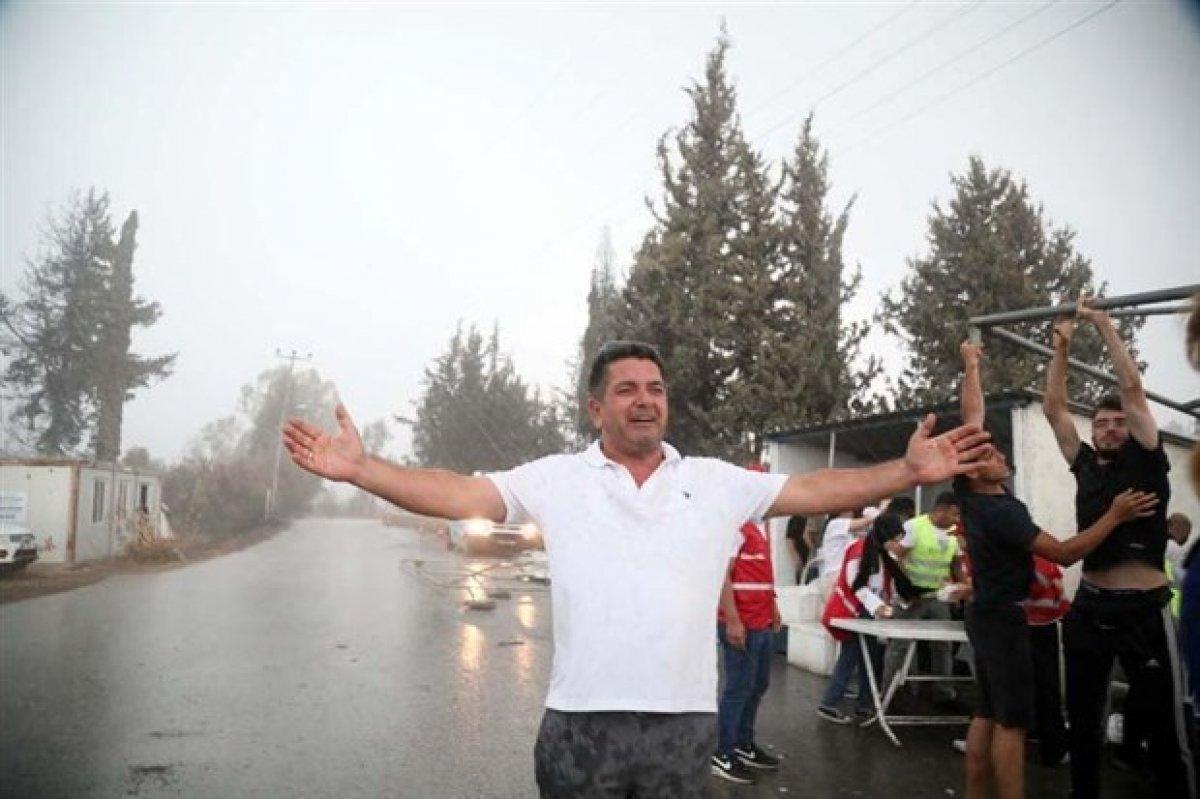 Antalya da sağanak yağış sevinci #4