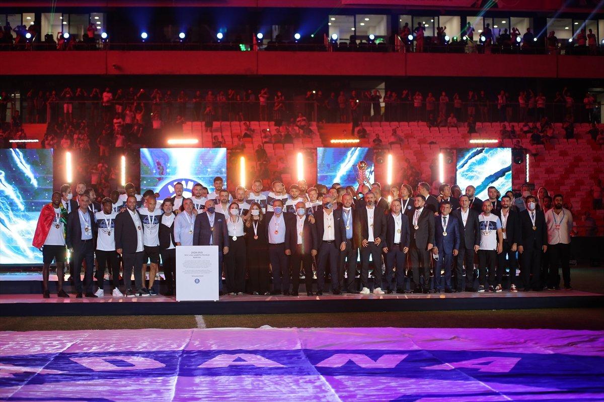 Adana Demirspor şampiyonluk kupasını kaldırdı #1