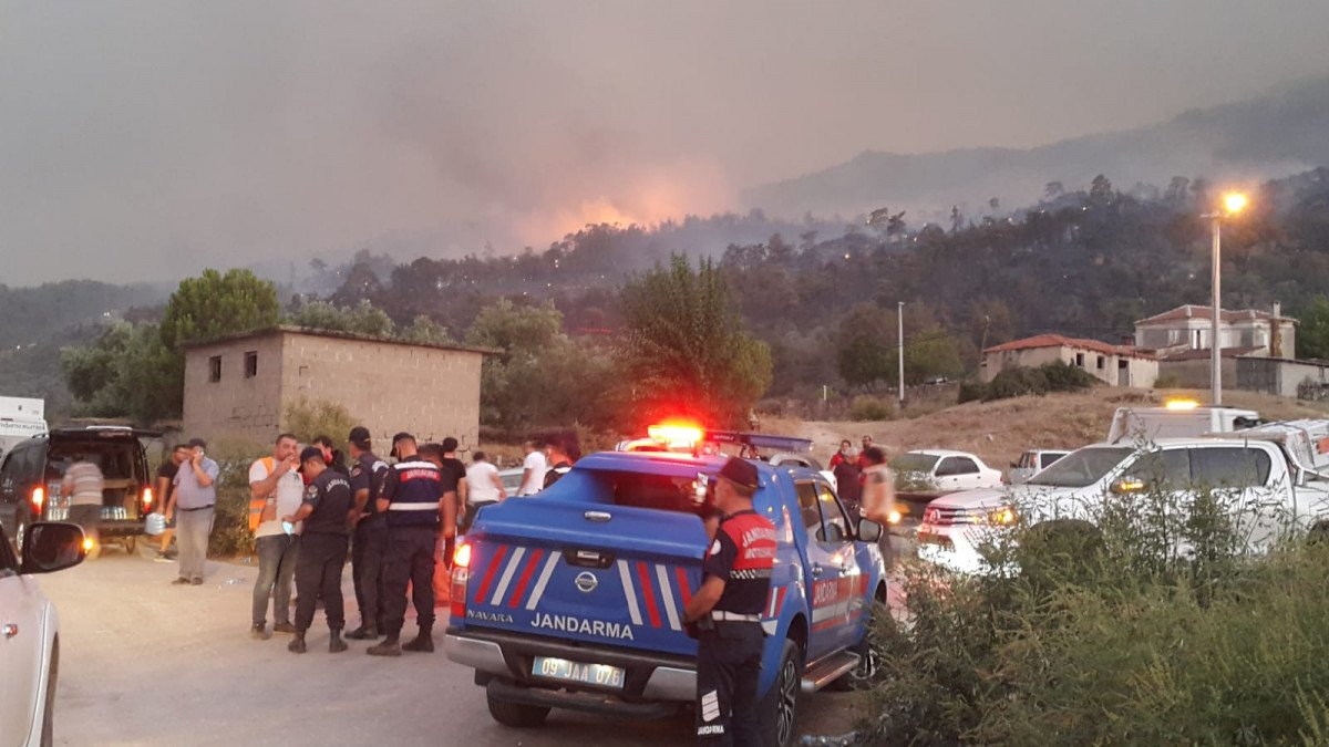 Çine de çıkan orman yangını nedeniyle 6 mahalle boşaltıldı #4