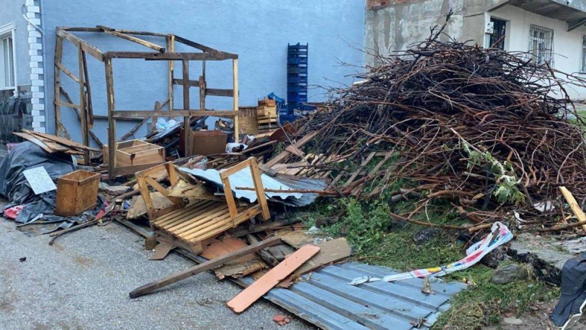 Bursa da sağanak yağış etkili oldu: Ev ve iş yerlerini su bastı  #5