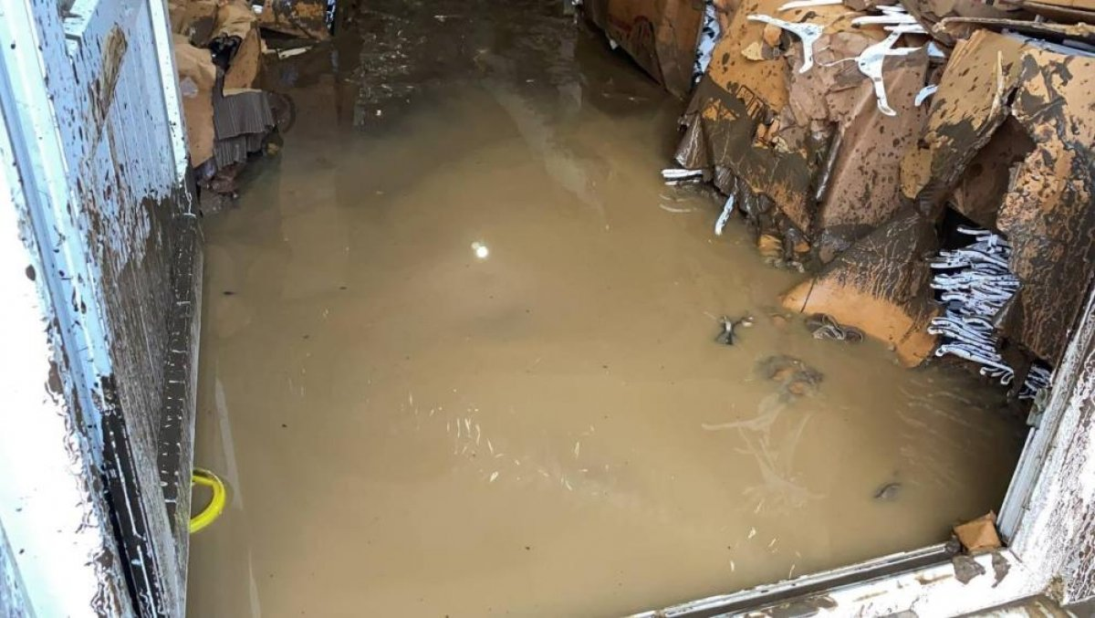 Bursa da sağanak yağış etkili oldu: Ev ve iş yerlerini su bastı  #2