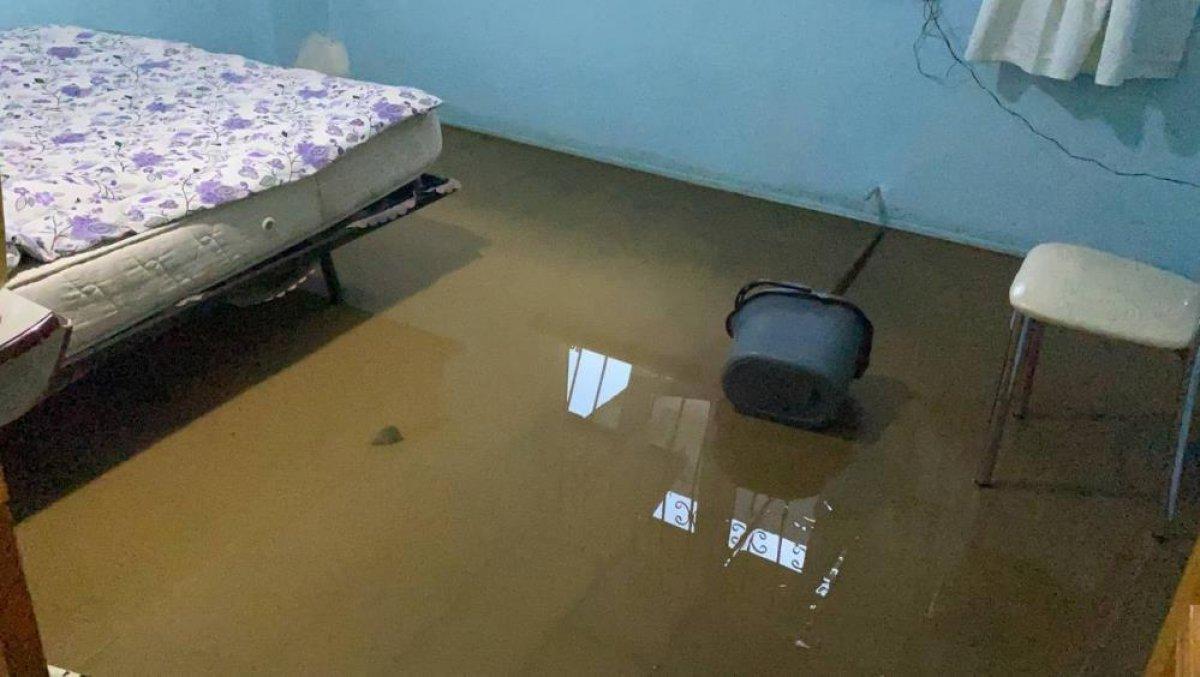 Bursa da sağanak yağış etkili oldu: Ev ve iş yerlerini su bastı  #6