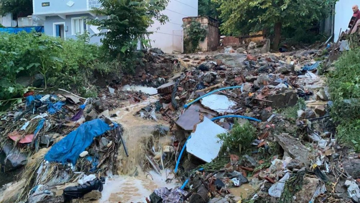 Bursa da sağanak yağış etkili oldu: Ev ve iş yerlerini su bastı  #13