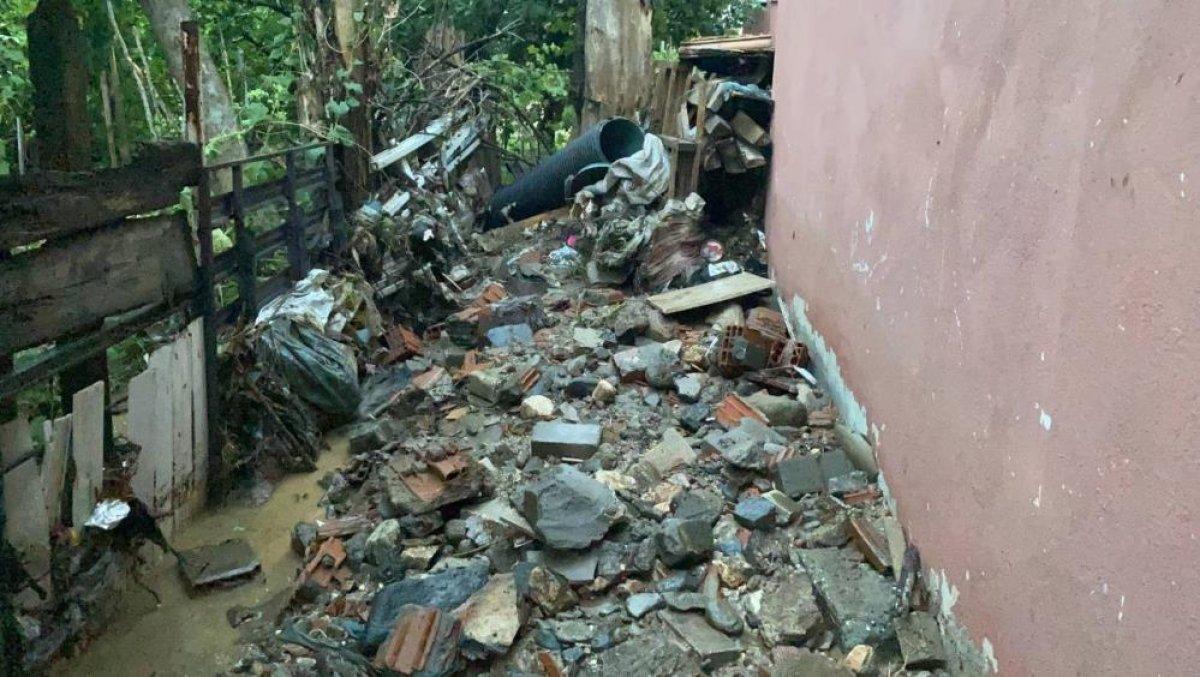 Bursa da sağanak yağış etkili oldu: Ev ve iş yerlerini su bastı  #12
